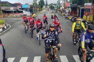 Kapolres Padang Panjang Apri Wibowo dan rombongan menuju Tanjung Mutiara.