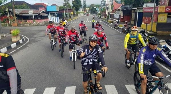 Bersepeda, Cara Kapolres Apri Wibowo  Tingkatkan Stamina Tubuh