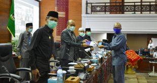 Rapat paripurna penetapan pandangan DPRD atas penjelasan Gubernur terhadap Hak Interpelasi DPRD Provinsi Sumatera Barat