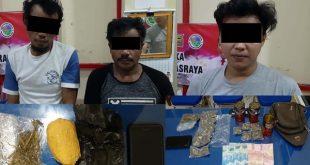 Tiga Pengedar Narkoba beserta barang bukti yang diamankan jajaran Polres Dharmasraya