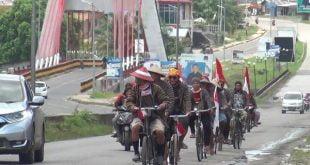 Sekelompok warga eks Trans Sitiung bersepeda dari Koto Agung , Sitiung menuju Halaman Kantor Bupati Dharmasraya