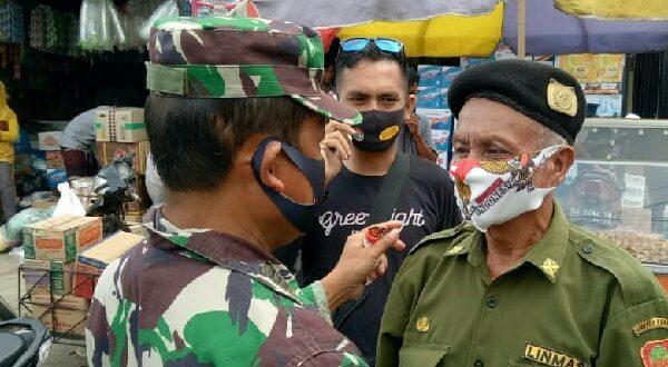 Jelang HUT TNI ke 75, Koramil 10 Koto Baru Berbagi Masker