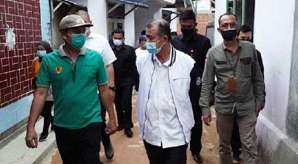 Wakil Gubernur Sumbar Serahkan Bantuan Sembako pada Korban Banjir Siguntur  Mudo