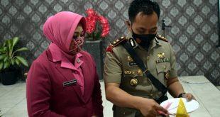 Potong Tumpeng oleh Kapolres Padang Panjang, AKBP Apri Wibowo, SIK