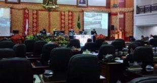 Ketua DPRD Provinsi Sumatera Barat Supardi, membuka rapat paripurna pengesahan RAPBD perubahan tahun 2020, Rabu (30/9/2020)