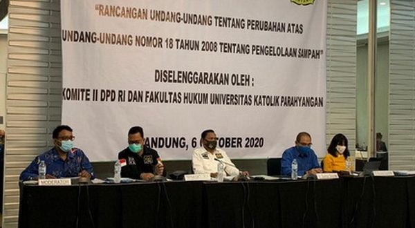 Wakil Ketua Komite II Abdullah Puteh di Universitas Katolik Parahyangan, Bandung, Jawa Barat