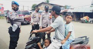 Aparat Polres Dharmasraya menindak pengendara yang melanggar aturan