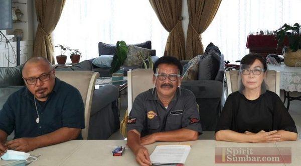 Ilham Bintang bersama pengacara Gugat Indosat Ooredoo dan Commenwealth Bank