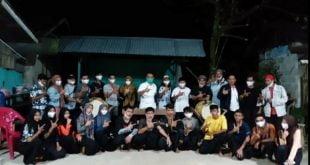 Indra Catri bersama kelompok Randai Nago Sati di Batu Busuk, Kecamatan Pauh, Padang