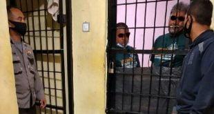 BSA dan MS, Pecinta Moge yang melakukan pengeroyokan terhadap Anggota TNI saat ditahan di Polres Bukittingi (foto FB)