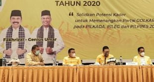 Wakil Ketua Umum DPP Partai Golkar, Ahmad Doli Kurnia Tanjung didampingi Khairunas serta Fakhrizal-Genius Umar, memberikan arahan pada Rakornis Pemenangan Pemilu Partai Golkar Sumbar di Padang, Jumat (16/10/2020). (istimewa)