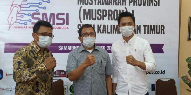 Abndurrahman Amin (Kanan) bersama Ketua Dewan Pakar SMSI Hendry Ch Bangun (Tengah) dan Ketua PWI Kaltim, Endro S Efendi (kiri)