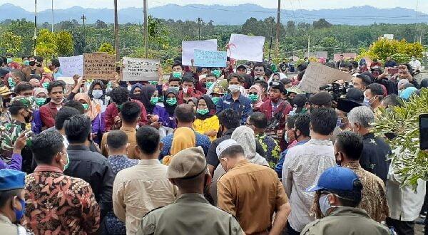 Ratusan ormas dan mahasiswa Dharmasraya gelar unjuk rasa tolak UU Cipta Kerja