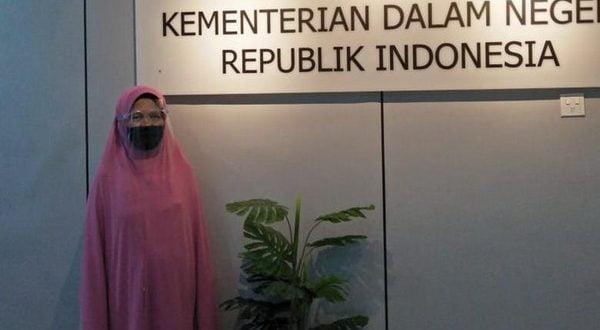 Yaidah, warga Surabaya urus akte kematian ke Kemandgri (foto detik.com)