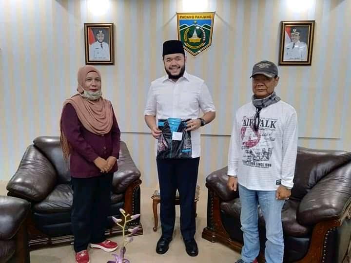 """ketua """"Petir"""" Nini Yanti, Walikota Fadly Amran dan Ketua LPM, Syafriyanto"""