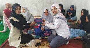 kelompok usaha Banang Ameh di Panampuang, Agam mengadakan kelas merajut untuk beberapa kalangan.
