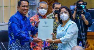 Ketua PPUU DPD RI Badikenita Br. Sitepu memenuhi undangan Rapat Kerja bersama Badan Legilatif DPR RI serta Menteri Hukum dan HAM dalam rangka Evaluasi Prolegnas Prioritas Tahun 2020 dan Penyusunan Prolegnas Prioritas Tahun 2021