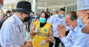 Ketua DPD RI beserta rombongan setiba di Bandara Sis Al Jufrie Palu, Sulawesi Tengah. Tampak Gubernur Sulawesi Tengah, Longki Djanggola beserta jajaran menyambut di kedatangan, Rabu (18/11/2020).