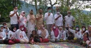 Calon Wakil Gubernur Sumbar, Indra Catri bersama warga Solok Selatan