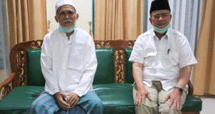 Nasrul Abit bersama Pemimpin Tarekat Naqsabandiyah Lubuk Minturun, Padang, Syaikh Asrul Bakar