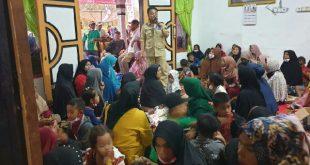 Calon Wakil Gubernur nomor urut 2 Indra Catri bersilaturrahmi dengan warga di Jorong Galagah Tangah Kuning, Nagari Muaro Paneh, Kecamatan Bukit Sundi, Kabupaten Solok, Rabu (18/11/2020).