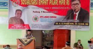 Anggota DPD RI Dapil Sumbar, Alirman Sori saat sosialisasi Empat Pilar MPR RI kepada warga Banuaran Nan XX Kecamatan Lubuk Begalung