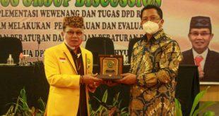 """Wakil Ketua DPD RI Mahyudin dalam kegiatan FGD dengan tema """"Implementasi Peran dan Tugas DPD RI Dalam Rangka Pemantauan dan Evaluasi Rancangan Peraturan Daerah dan Peraturan Daerah"""" di Palangka Raya, Provinsi Kalimantan Tengah"""
