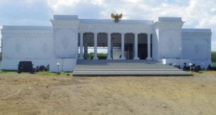 Kantor desa seperti Istana Merdeka