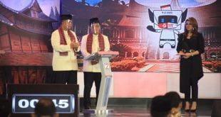 Berita Terkini - Calon Gubernur dan Wakil Gubernur Sumbar Nasrul Abit dan Indra Catri dalam debat publik Pilgub Sumbar