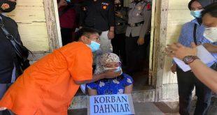 Reka ulang pembunuhan nenek Daniar di Batipuh