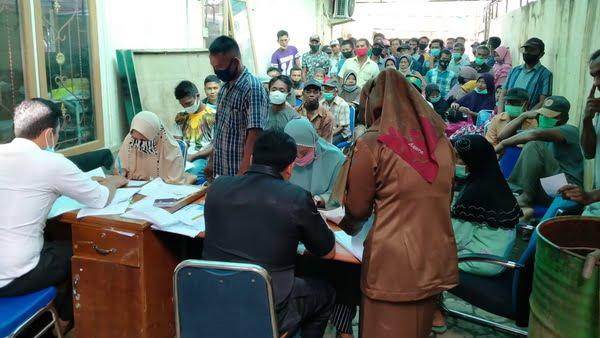 Proses penyaluran BLT Dana Desa Nagari Desa Baru di Kantor Bank Nagari terdekat
