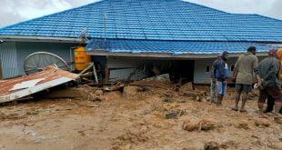 Banjir bandang menghanyutkan tiga rumah warga di Desa Uwebutu, Distrik Madi, Kabupaten Paniai, Provinsi Papua. (BPBD Kabupaten Paniai)