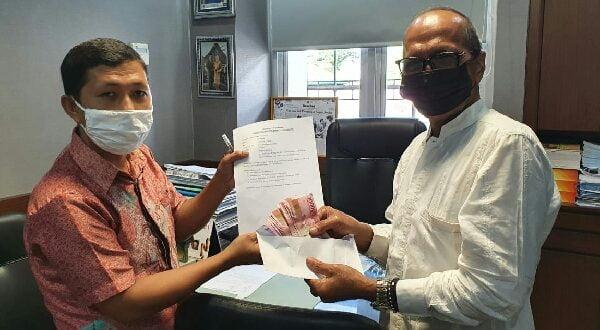 Sekretaris JPS, Zondra Polta menerima berkas HM Nurnas sebagai Anggota KSU JPS