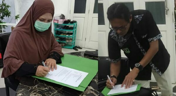 Irwan Prayitno dan Nevi Zuairina menandatangani Kesediaan sebagai Anggota Koperasi Jaringan Pemred Sumbar