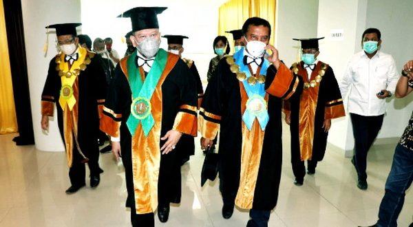 Ketua DPD RI AA LaNyalla Mahmud Mattalitti sewaktu berkunjung ke salah satu perguruan tinggi dalam rangka dies natalis. (Foto : DPD)