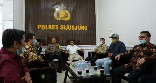 Tokoh Masyarakat Tanjung Gadang datangi Mapolres Sijunjung