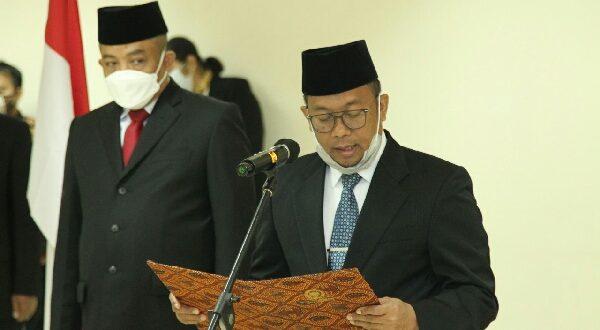 Sekjen DPD RI, Rahman Hadi, melakukan pelantikan terhadap 5 orang PNS