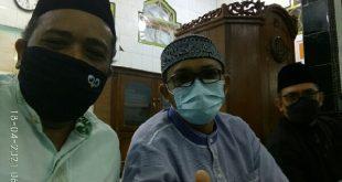 Ketua Dewan Kemakmuran Masjid (DKM) Al Quwait Saribulih, Walikota Hendri Septa dan Camat Lubeg Wilman Muchtar disela sela pembukaan Pesantren Ramadhan 1442H di Masjid Raya Banuaran
