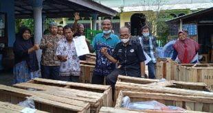 Anggota DPRD Provinsi Sumatera Barat, HM Nurnas serahkan pompa air