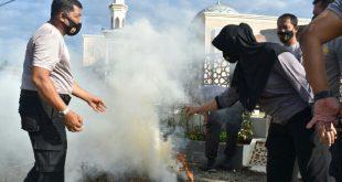 Aparat Polres Pasbar lakukan pembersihan masjid