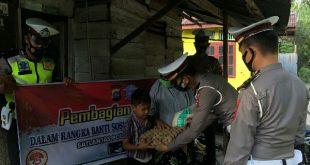 Satlantas Polres Pasbar Salurkan  200 Paket Sembako pada Masyarakat