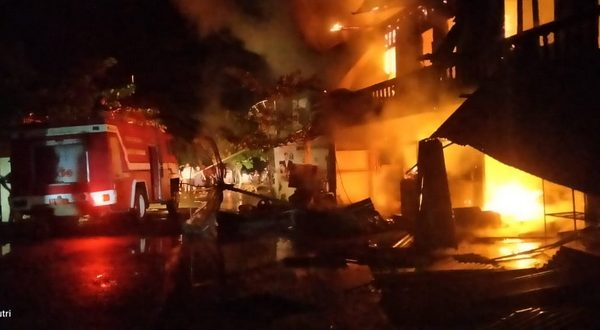 Pasar Tradisional Koto Agung Blok B Sitiung 1 Nagari Sungai Duo, Kecamatan Sitiung, Kabupaten Dharmasraya, ludes terbakar pada Selasa (29/6/2021) malam.