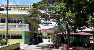 Gedung MA-KMM (kiri) di tengah Komplek Perguruan Muhammadiyah, Kauman Padang Panjang.