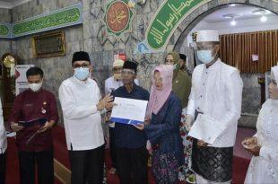 Walikota Padang Hendri Septa hadiri penyerahan dokumen pernikahan di Masjid Babussalam Muhammadiyah