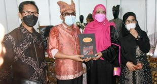 Walikota Padang Hendri Septa saat membuka Pekan Ekonomi Kreatif Pariwisata Kota Padang Tahun 2021 di Lantai 1 Plaza Andalas, Sabtu (3/7/2021)
