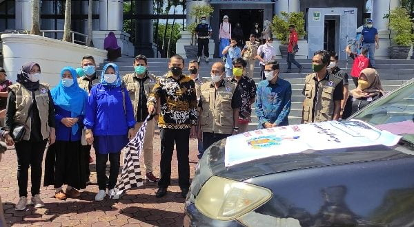 Audy Joinaldy, bersama HM Nurnas dan Raflis lakukan pelepasan aksi Jaringan Pemred Sumbar (JPS) Bakti untuk Negeri bersama Mitra dan Tokoh tahap dua di DPRD Sumbar, pada Sabtu 31/7/2021