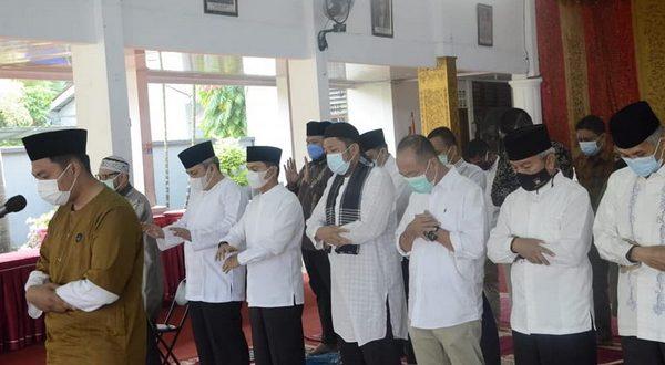 Hendri Septa lakukan Shalat Idul Adha