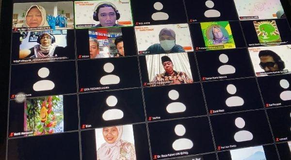 Anggota DPR RI asal Sumatera Barat II, Hj. Nevi Zuairina, dalam kegiatan webinar