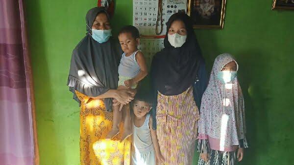 Noli Yanti bersama 4 anaknya