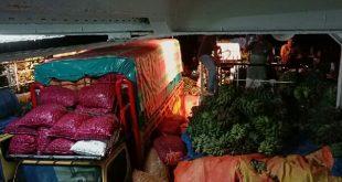 KMP Ambu-ambu yang dipenuhi barang para pedagang